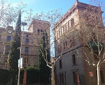 Il existe une grande quantité de centres pour étudier en FP, comme par exemple l'École industrielle de Barcelone.