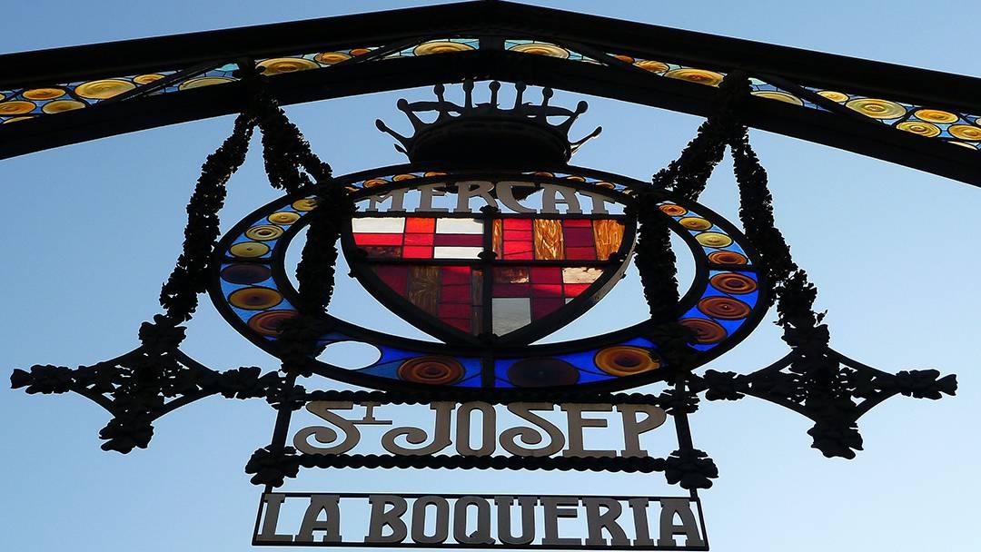 Escudo en la entrada de la Boqueria