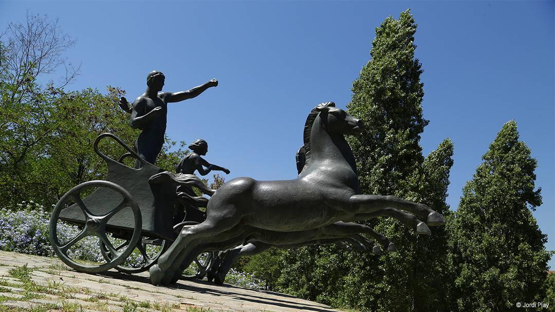 Estàtua eqüestre al parc de Can Dragó