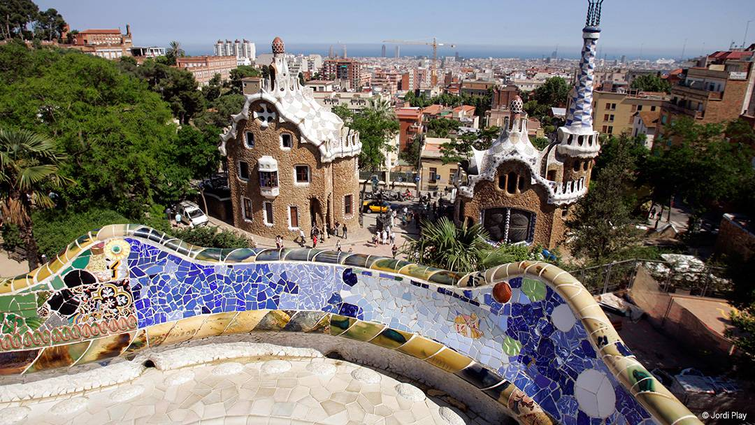 View of the Park Güell entrance from inside the grounds