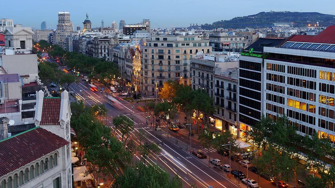 Vista del passeig de Gràcia amb la Casa Batlló i la Casa Amatller