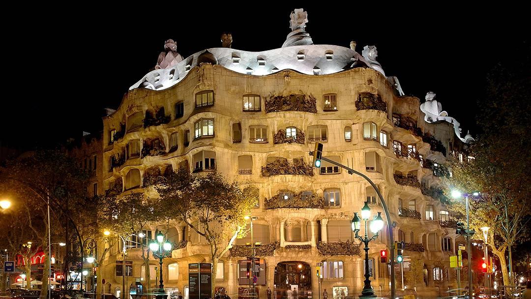 Façade of the Pedrera lit up