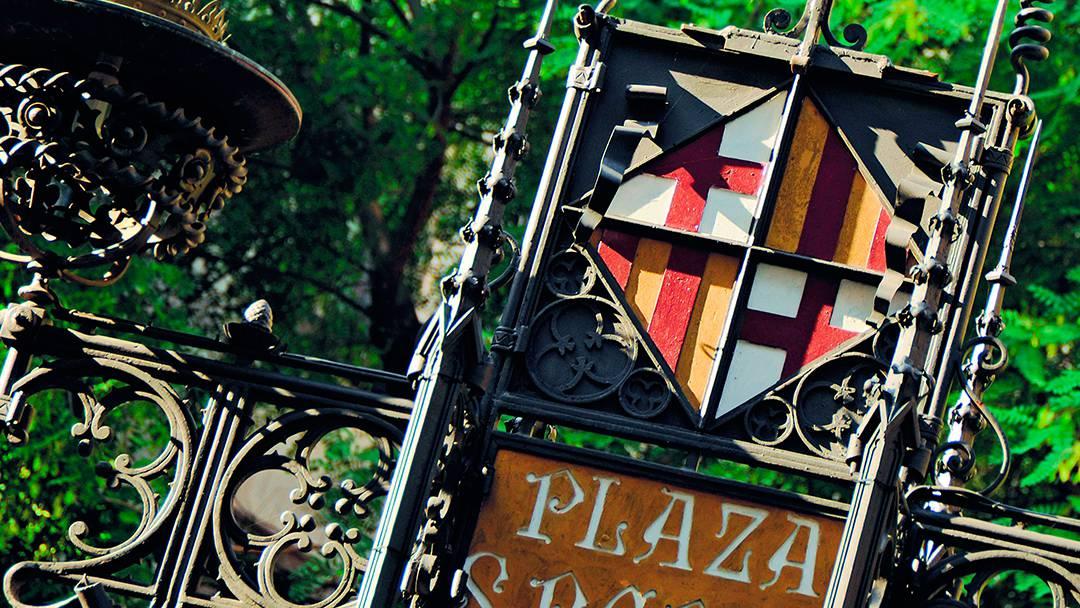Detall modernista a la plaça de Sant Pere