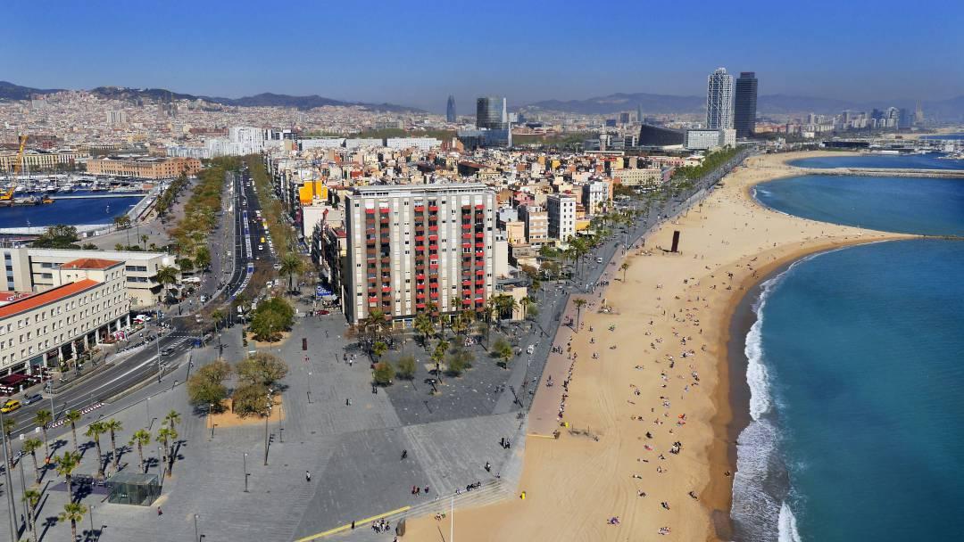 Vue aérienne de la plage de la Barceloneta