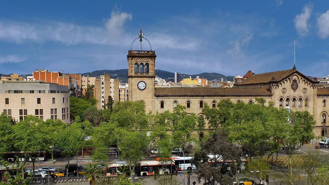 Universitat de Barcelona a la plaça de la Universitat