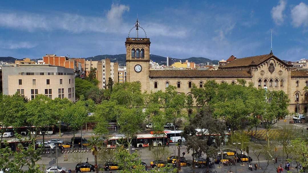 ALT Imatge 3*La Universitat de Barcelona a la plaça Universitat