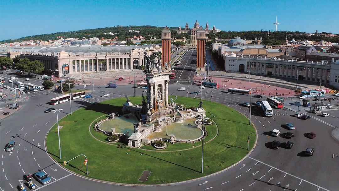 La plaza de Espanya y las torres venecianas