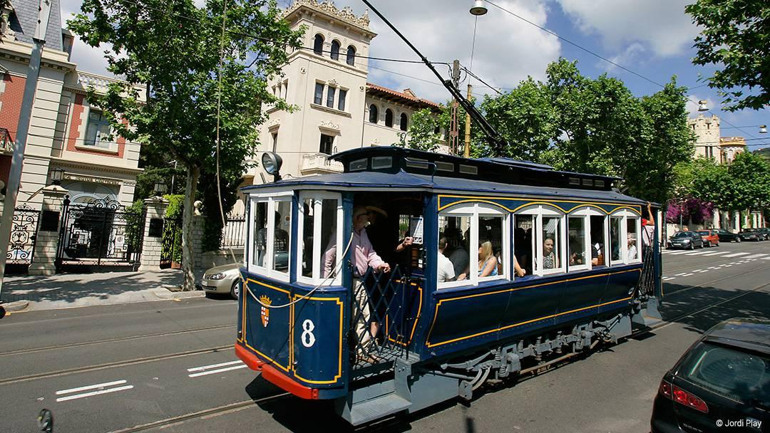 El Tranvía Blau en la avenida del Tibidabo