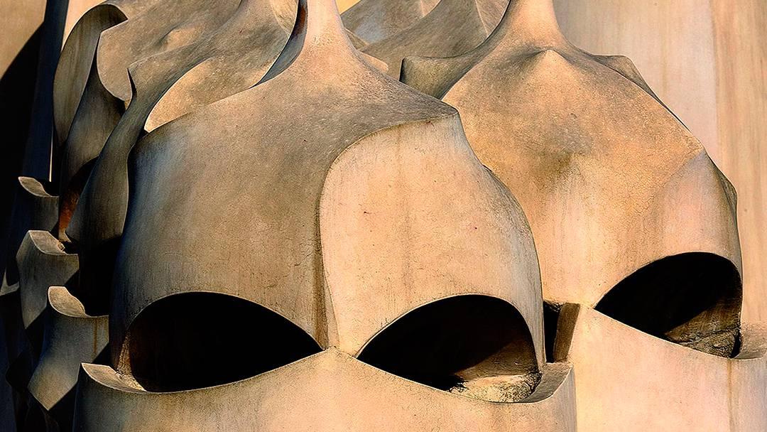 Detalle de las chimeneas de La Pedrera