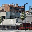 La biblioteca Jaume Fuster en la plaza de Lesseps