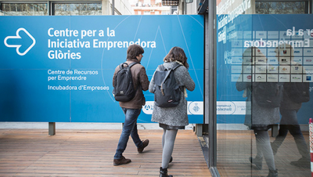 Two people entering the Glòries Barcelona Entrepreneurship Centre