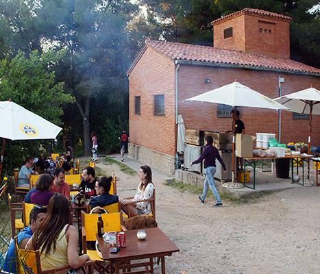 La zone de pique-nique au belvédère del Migdia de Montjuïc