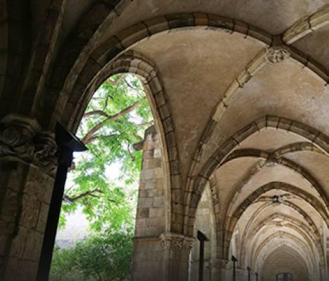 Detalle de las bóvedas del claustro del antiguo Hospital de la Santa Creu
