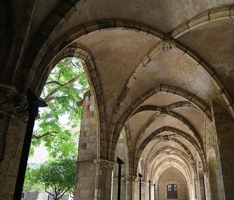 Detall de les voltes del claustre de l'antic Hospital de la Santa Creu