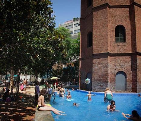La piscina de los jardines de la Torre de les Aigües