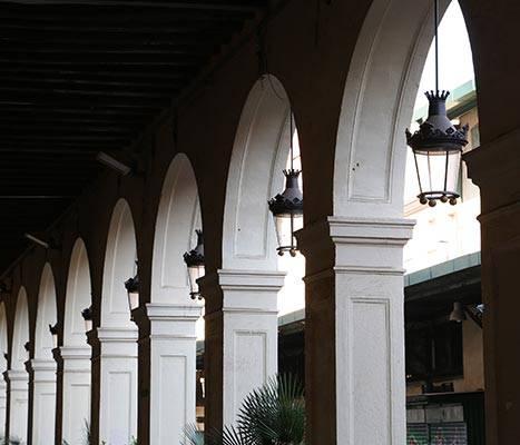 Arcadas de la plaza del Mercadal