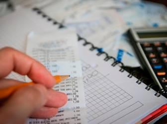 Información sobre impuestos como el IRPF y el IVA en Barcelona