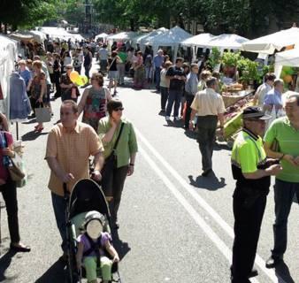 Puestos en la Fiesta del Comercio en la Calle de Horta
