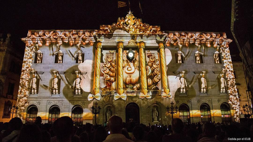 Proyección del Llum BCN en el Ayuntamiento de Barcelona