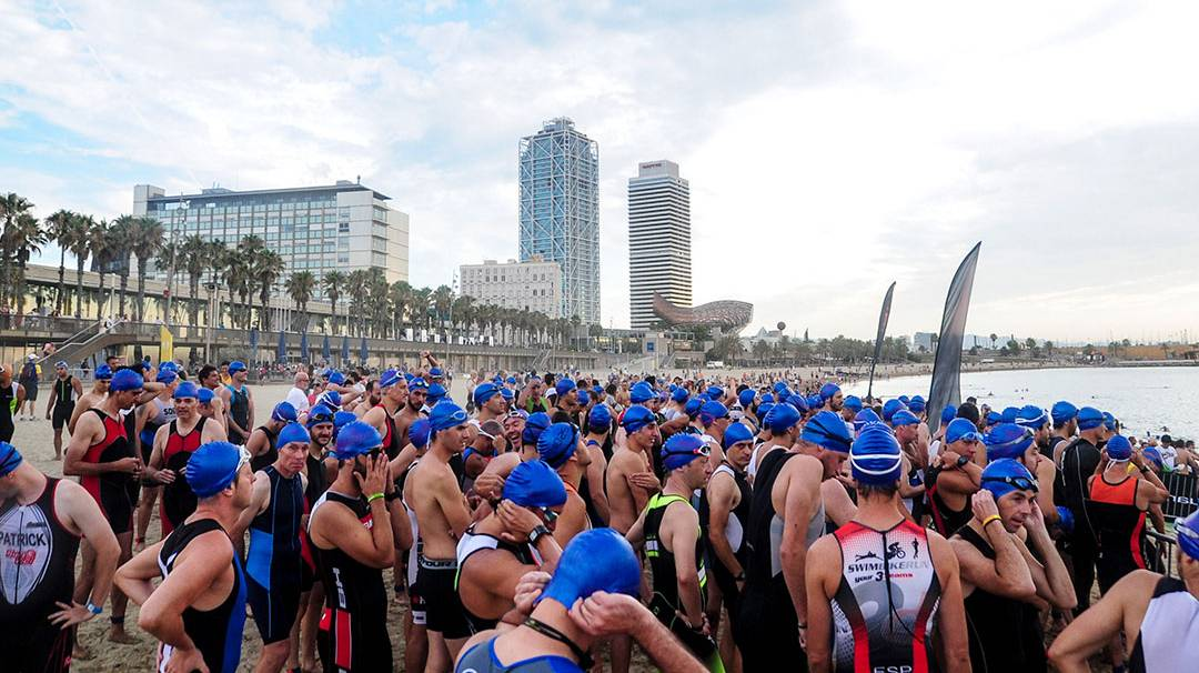 The start of the Barcelona Triathlon