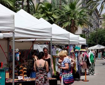 Mercado artesano en la calle