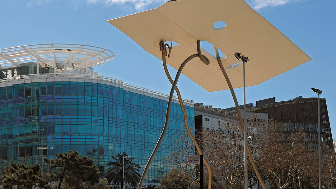 La escultura David i Goliat, en la Vila Olímpica