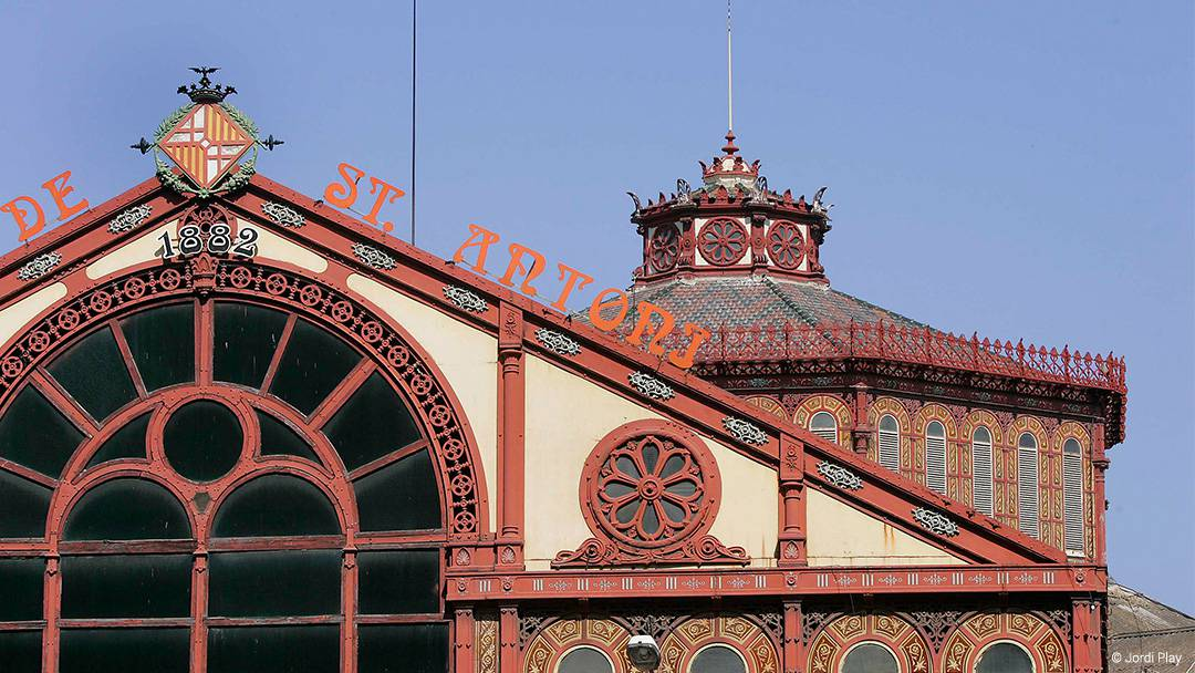Fachada modernista del Mercado de Sant Antoni
