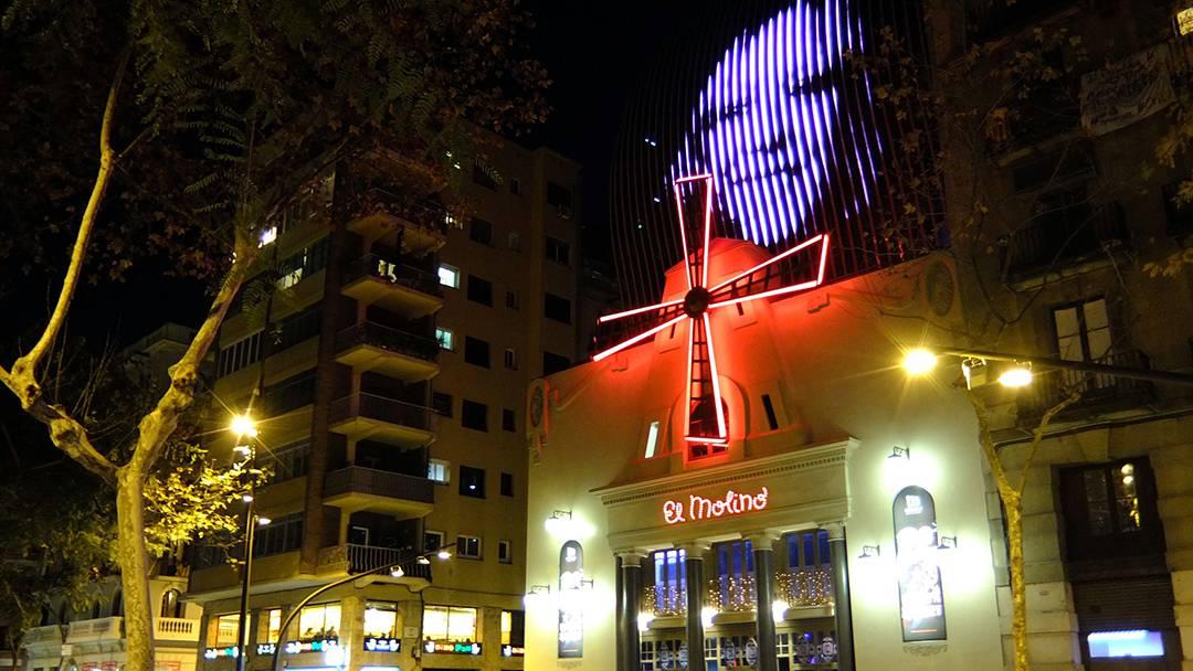 Façade of El Molino lit up