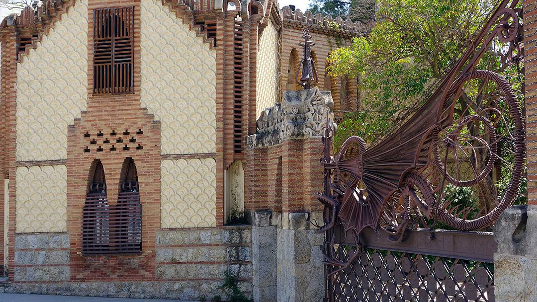 Finca g ell modernisme meet barcelona for Barcelona jardin gaudi