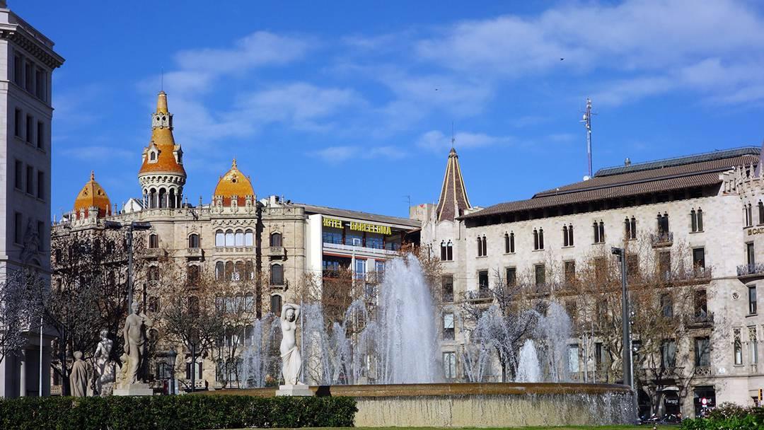 Plaça de Catalunya fountains