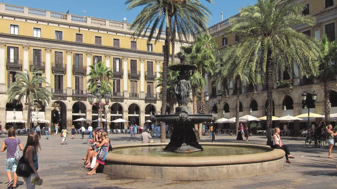 The fountain in Plaça Reial