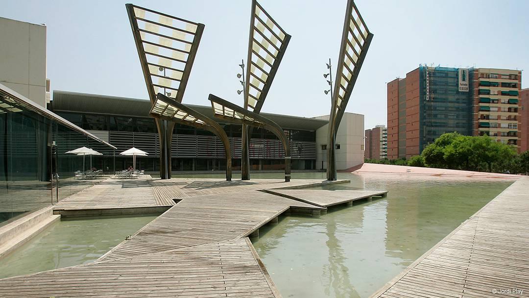 El acueducto en el parque Central de Nou Barris