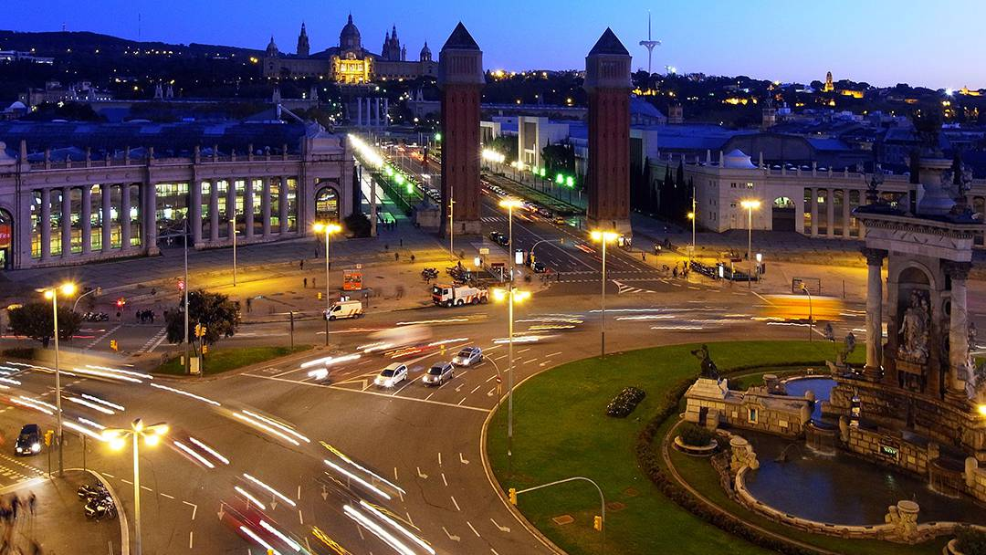 La plaça d'Espanya i les torres venecianes