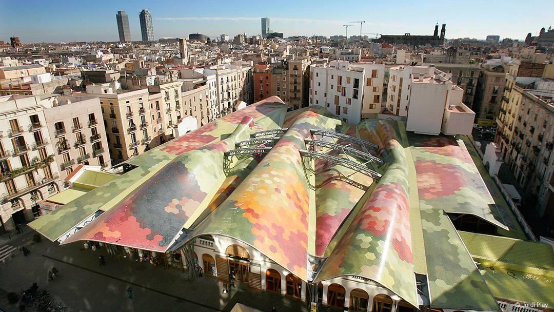 Vista aérea del mercado y el barrio de Santa Caterina