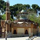 The gate with the wrought-iron dragon at the Finca Güell Pavilions