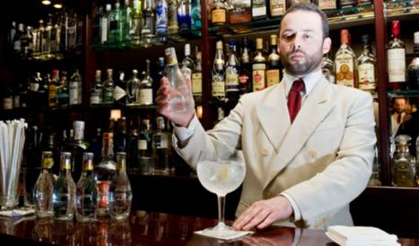 A barman preparing a gin and tonic