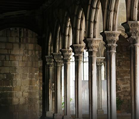 Arcadas del claustro de la iglesia de Santa Anna